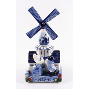 Typisch Hollands Delft blue windmill with music - kissing couple