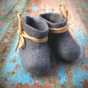 BeYoona 100% natuurlijke babyslofjes van vilt grijs