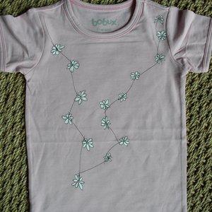 T-shirt Margrietjes. Maat 1 jaar