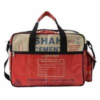 Ruige schooltas gemaakt van upcycled cementzakken rood