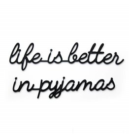 Goegezegd 3D Quote Life is Better in Pyjamas zwart