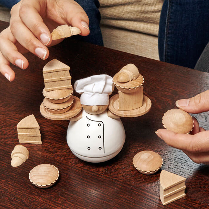 Kikkerland Balance game The Baker