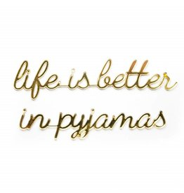 Goegezegd 3D Zitat Life is Better in Pyjamas gold