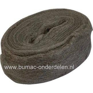 Staalwol is een reinigings, schuur- en polijst materiaal. Staalwol is een bosje van zeer fijn staaldraad, dat wordt gebruikt voor het polijsten van hout en schoonmaken van gecorrodeerd metaal. Met behulp van staalwol kan bijvoorbeeld ook aluminium, koper