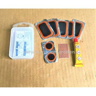 Bandenplakset voor Plakken Binnenbanden, Set bevat 5 grote plakkers ( 51 x 34 mm ), 2 kleine plakkers ( Ø 20 mm ), Tube Plaksel, Schuurpapier