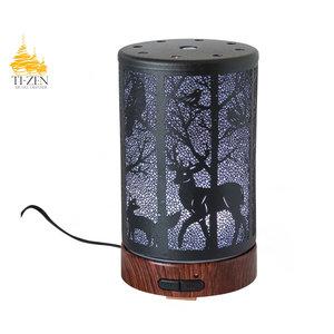 """Ti-Zen Aroma Diffuser 2021 """"Winter Deer"""" LED diffuser en sfeerverlichting met adapter."""