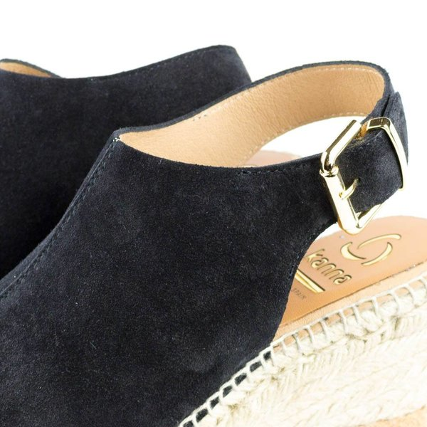 kanna Black wedges