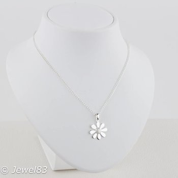 925e Daisy necklace
