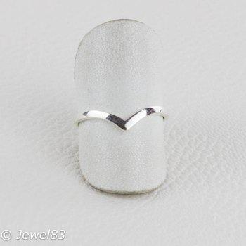 925e Minimalistic ring