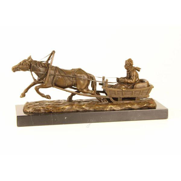 Bronzen beeld van een slee getrokken door een paard