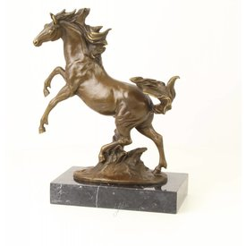 A BRONZE SCULPTURE OF A REARING HORSE