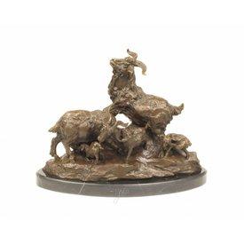 Bronzen beeld van geiten