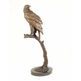 Bronzen sculptuur van een zee arend