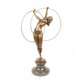 Bronzen beeld van hoepel danseres