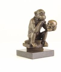Producten getagd met bronze ape sculpture