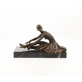 Art Deco sitting dancer