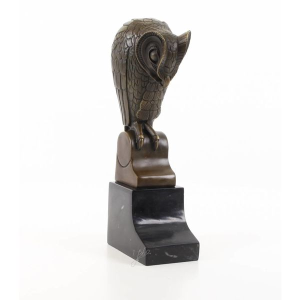 A bronze sculpture of an owl in Art Deco style