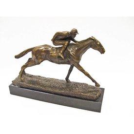 Bronzen beeld van jockey en paard