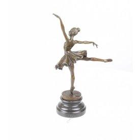 Ballerina in eerste arabesque positie