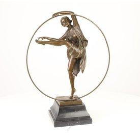A BRONZE SCULPTURE OF A GEORGIAN DANCER