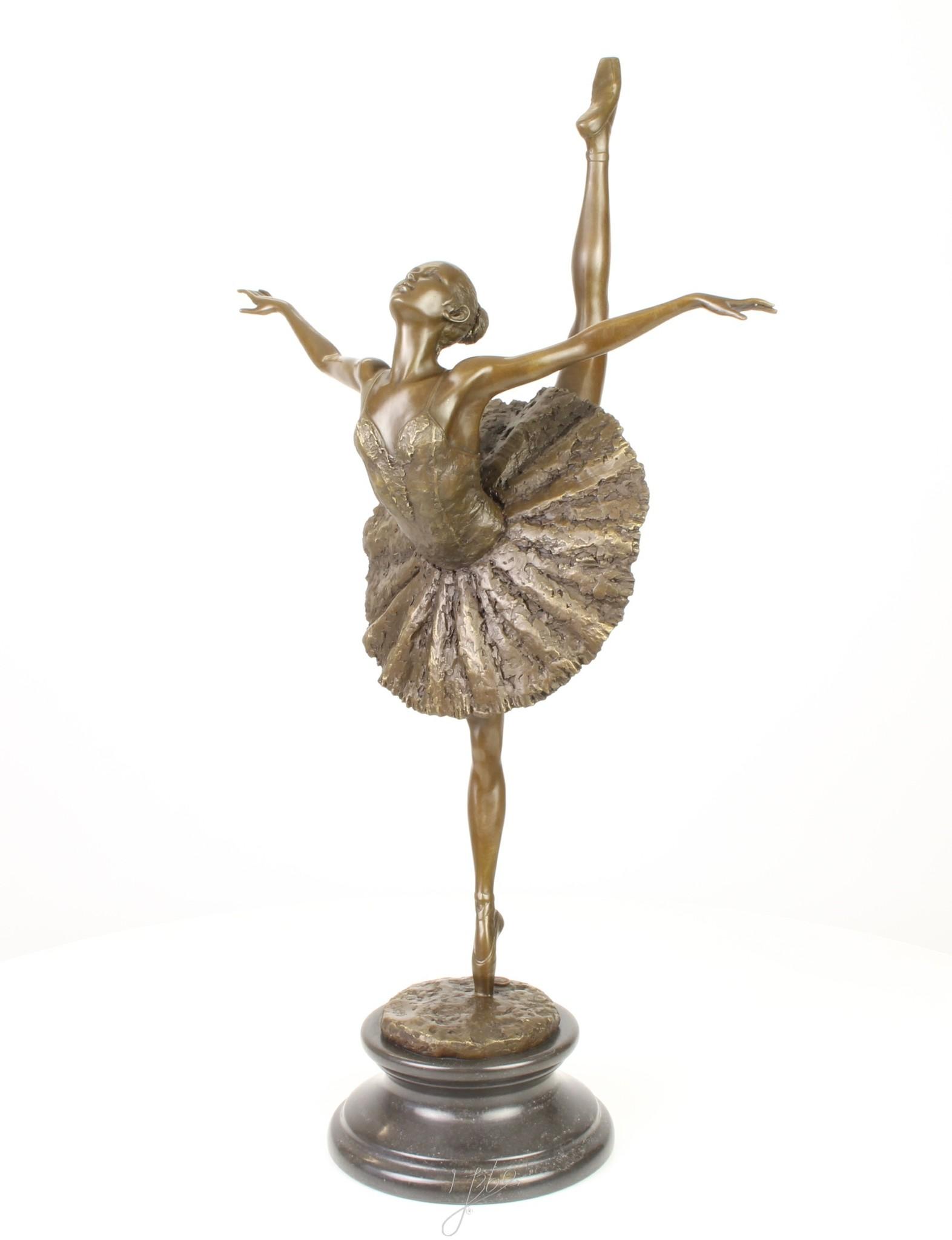 A bronze sculpture of a ballet dancer on tiptoe