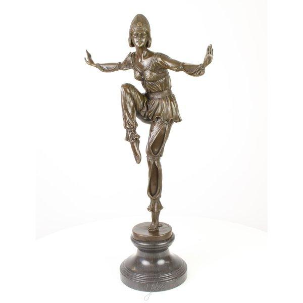 Een bronzen beeld van Scheherazade