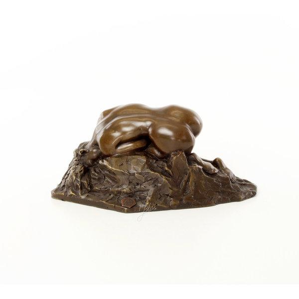 Bronze sculpture of Danaid
