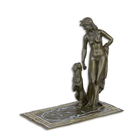 Een bronzen Cleopatra met panter