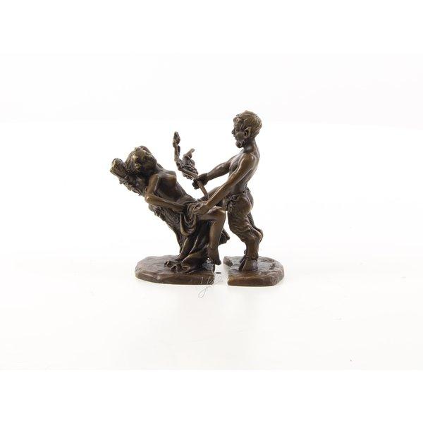 Bronzen groep met satyr en vrouw
