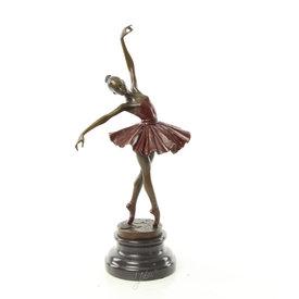 Ballerina on tiptoe