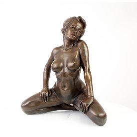 Kneeling female nude sculpture