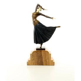 Dansende dame genaamd 'Ayouta'