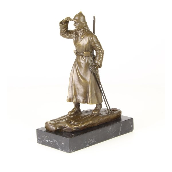 Bronze sculpture of a Russian soldier on ski's