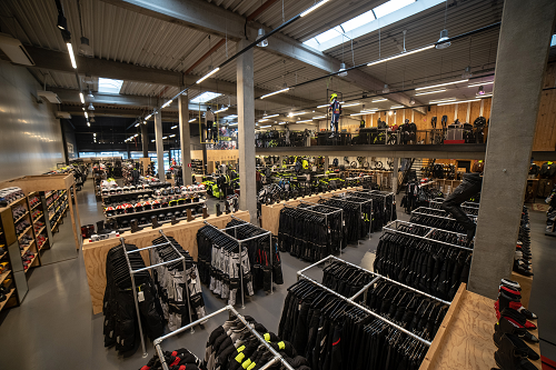 Nog een impressie van MKC Moto Antwerpen store afbeelding nummer 5