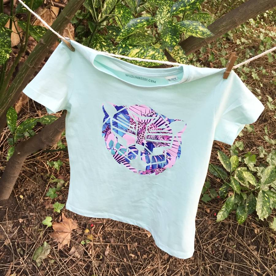 T-Shirt pastel green Simba rose in jungle print