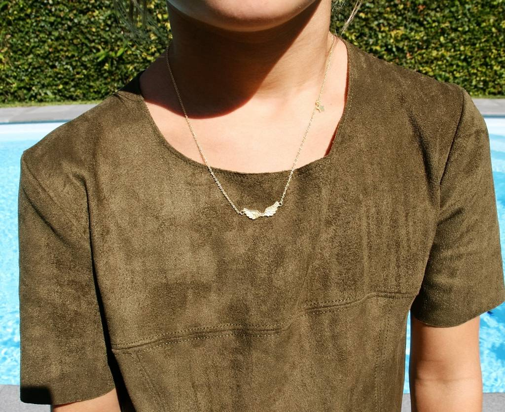 Short wings necklace plated gold