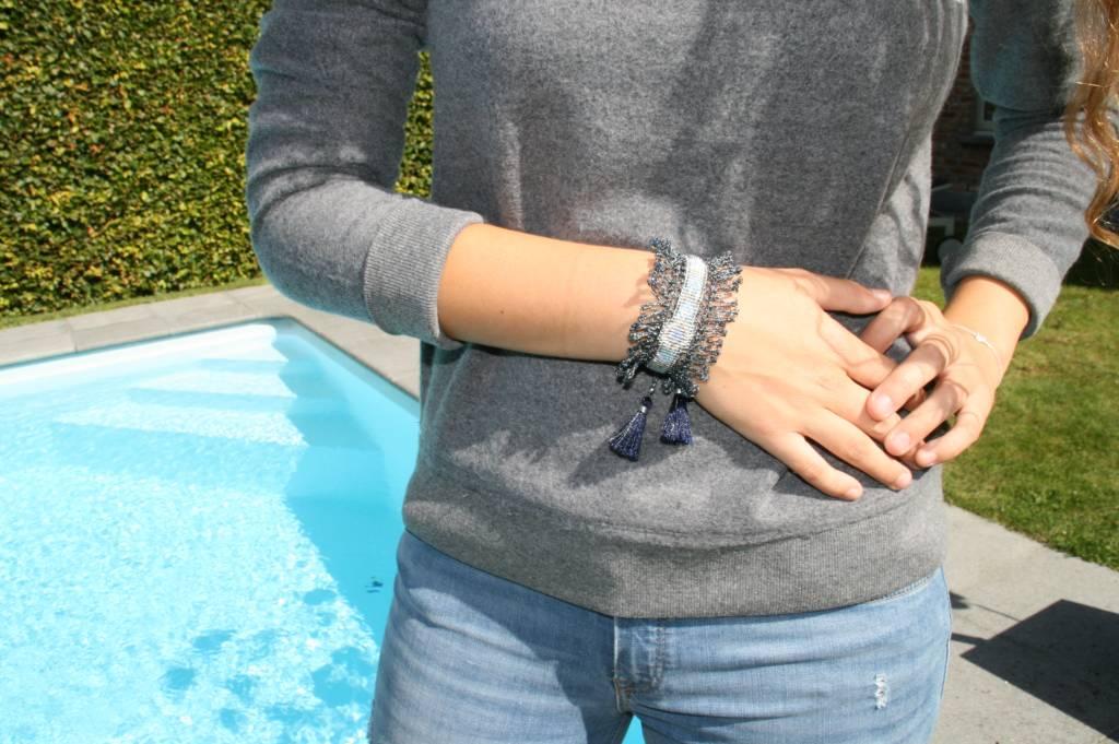 Armband Nilu grijs gehaakt met kwast