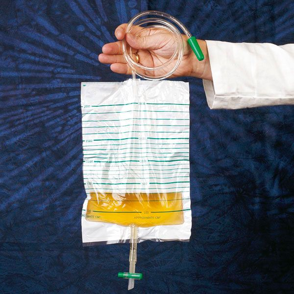 Drainable urine bag with tap