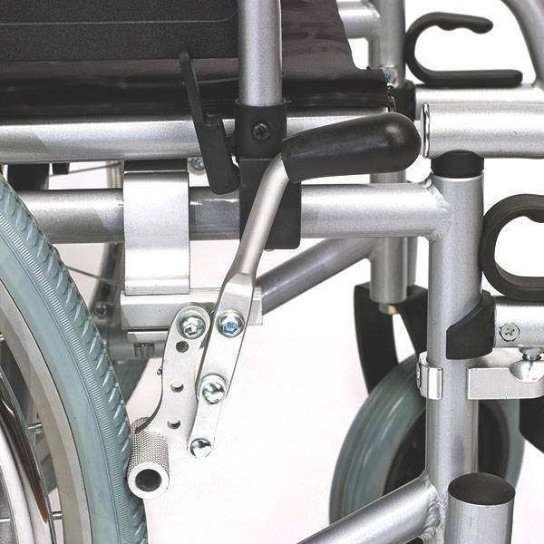 Servomobil Rollstuhl aus Stahl, 43-45 cm Sitzbreite