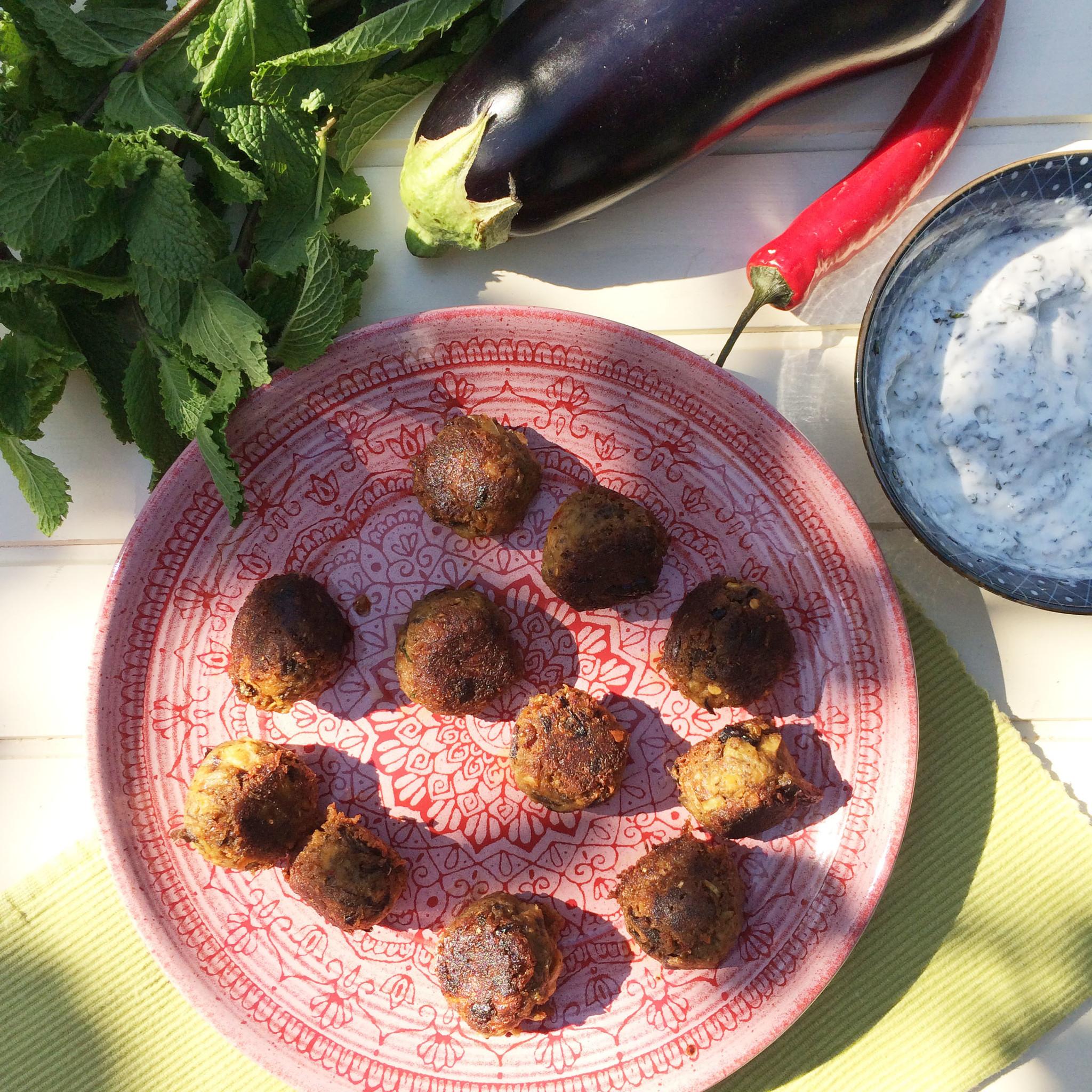 Vegetarische Aubergineballetjes met Munt Yoghurt dip