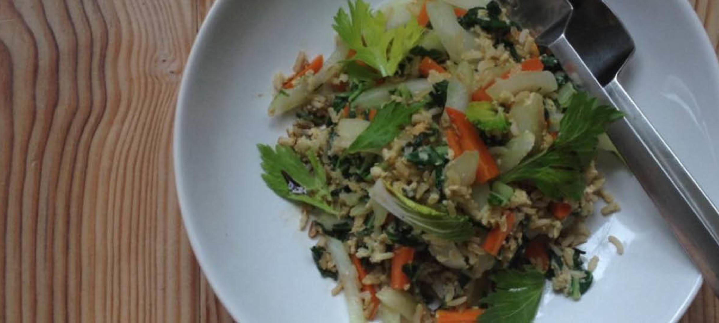 Snelle wok met paksoi en wortel