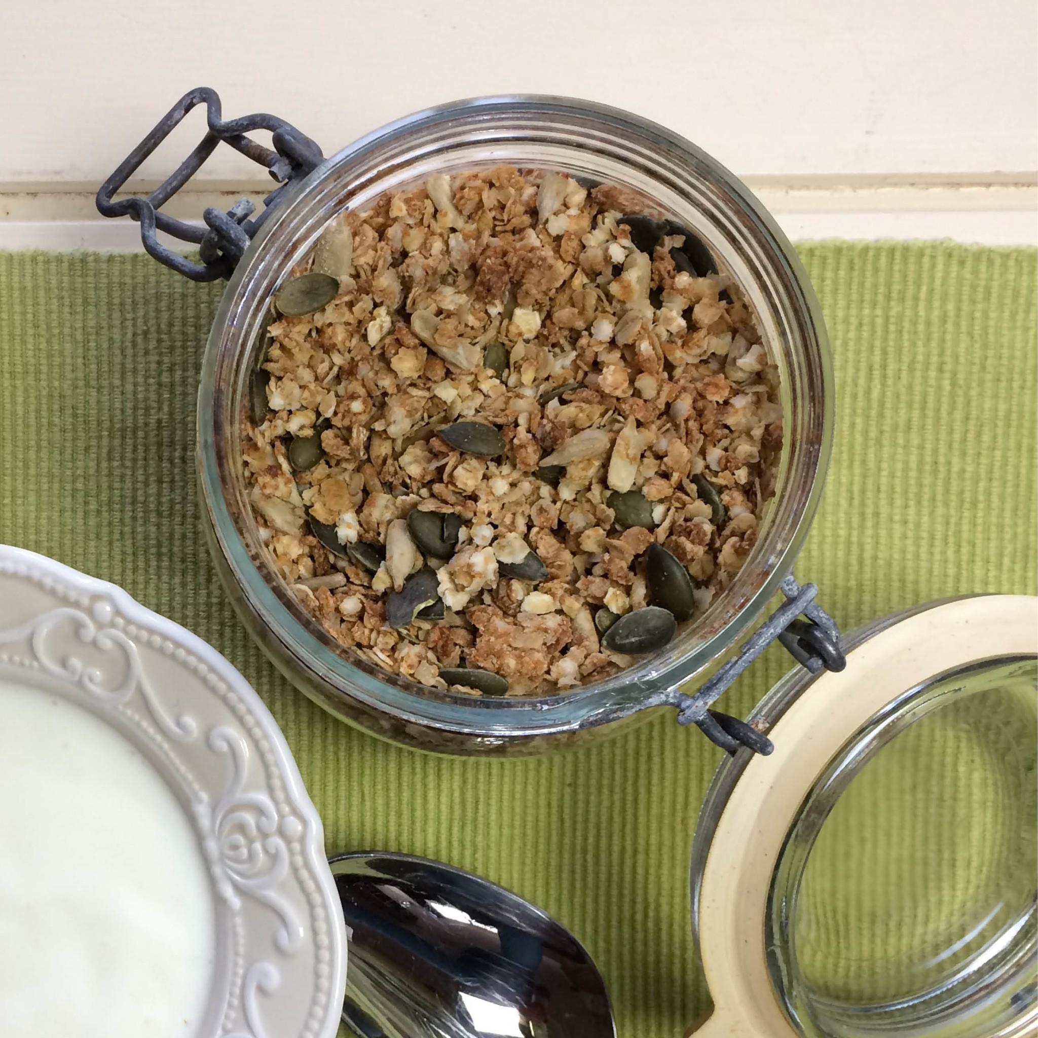 Koolhydraatarme Muesli met Quinoa en Honing in pot