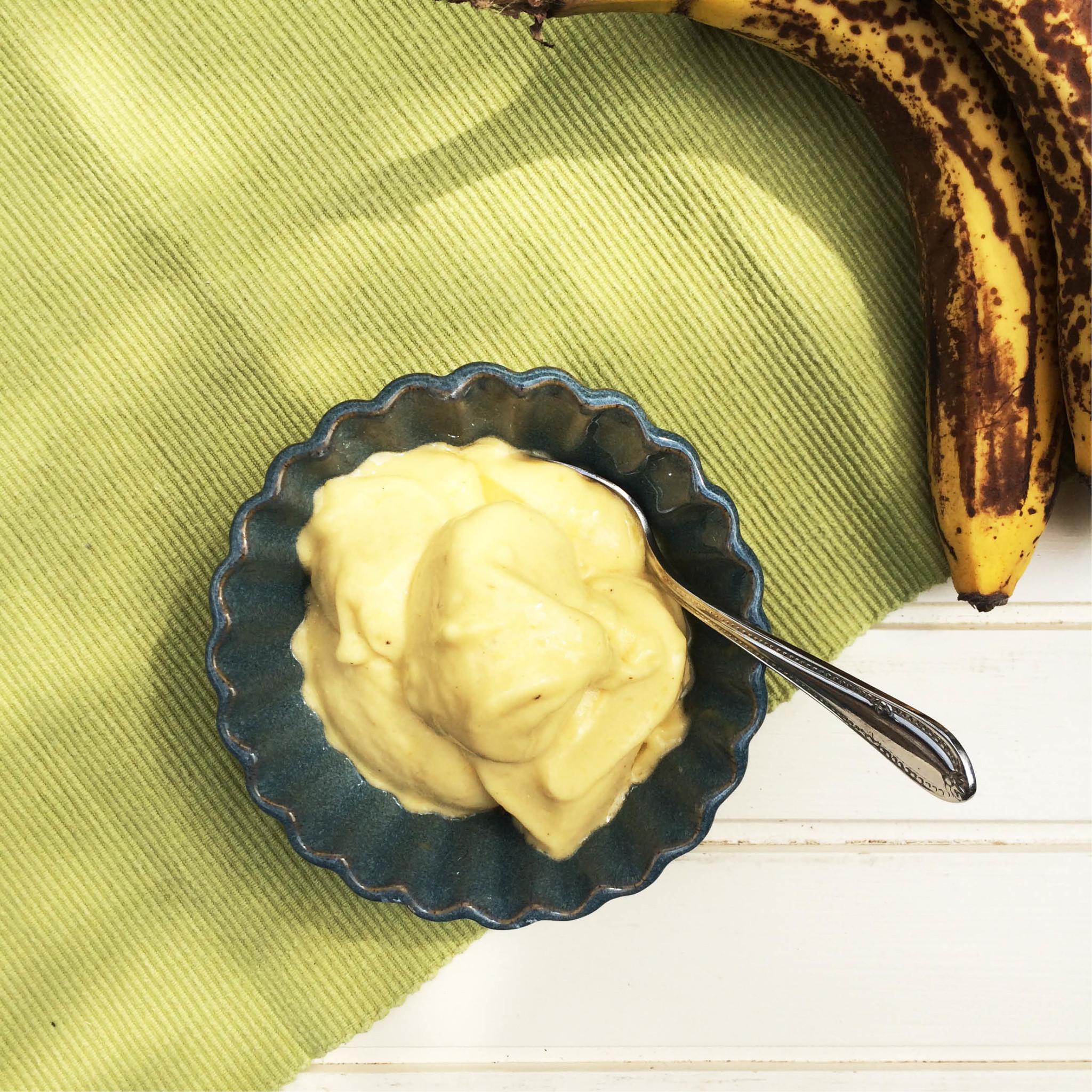 Mango Sinaasappel ijs met Kardemom in bakje