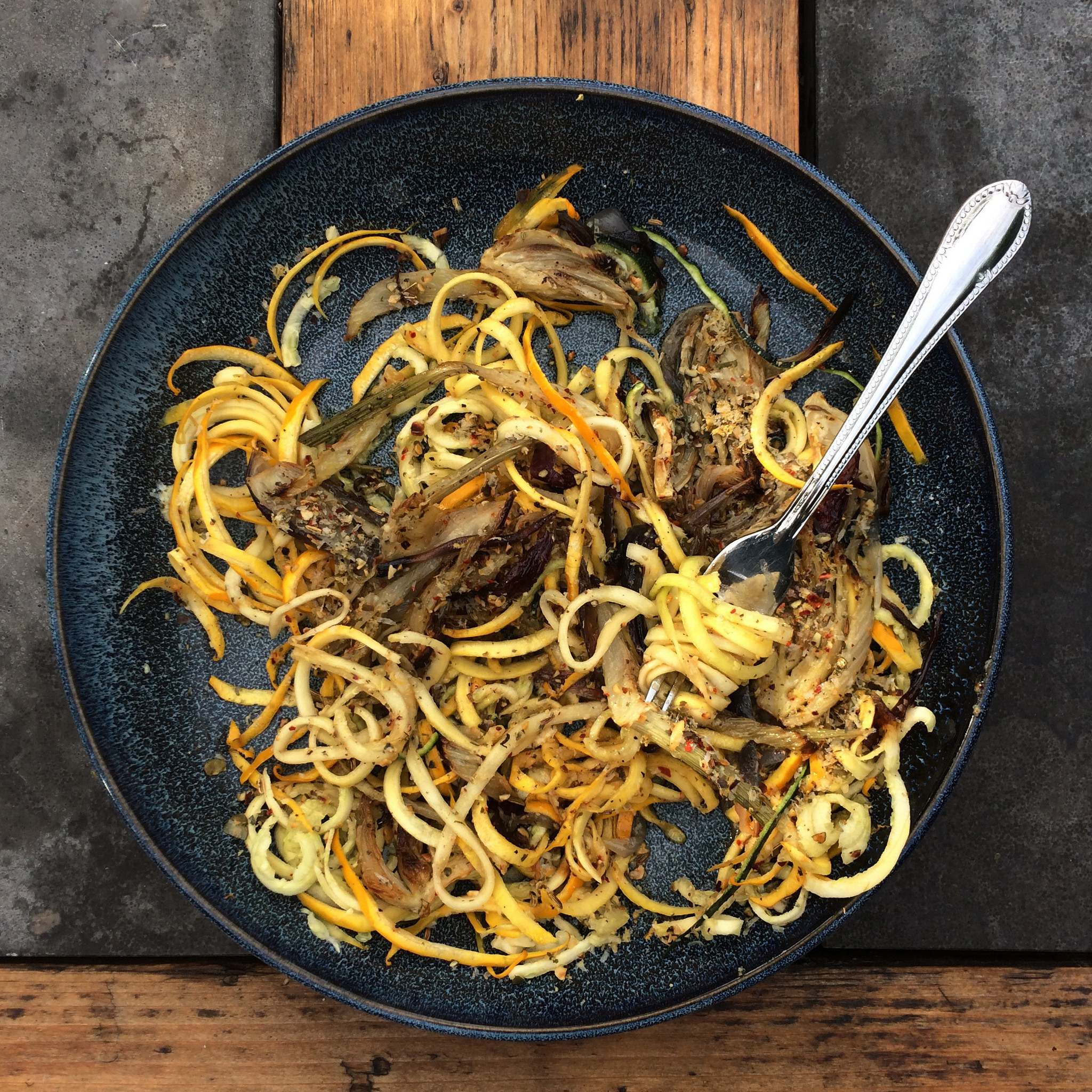 Courgette spaghetti met geroosterde venkel en pompoen