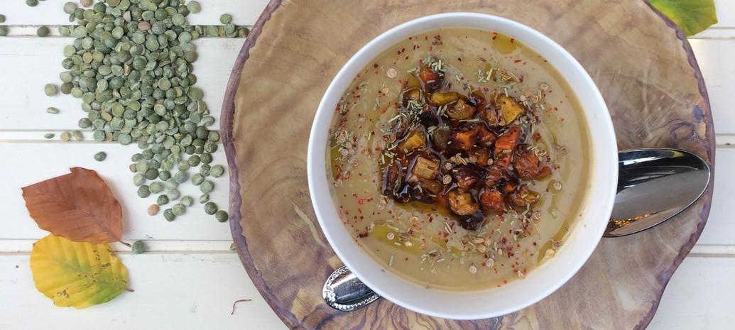 Knolselderijsoep met geroosterde wortels
