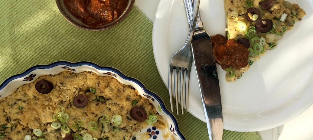 Vegan frittata met geroosterde paprika dip