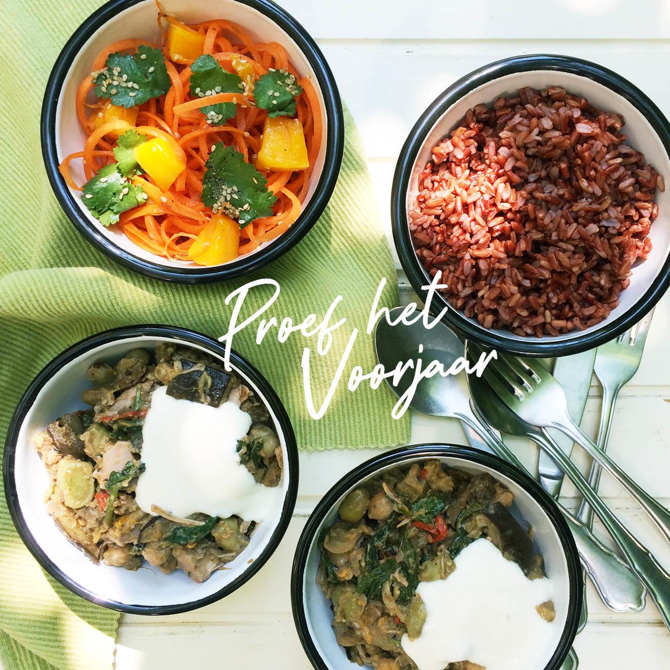 Groente curry op tafel geserveerd