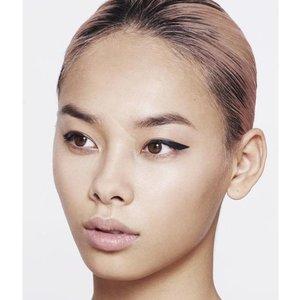 MILY No.2 Stick on eyeliners matte black - winged shape