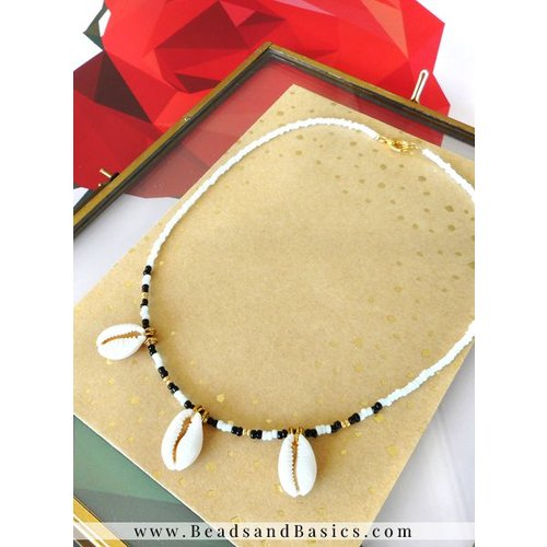 Kauri Shell Choker Necklace From Rocailles - White With Black And Gold