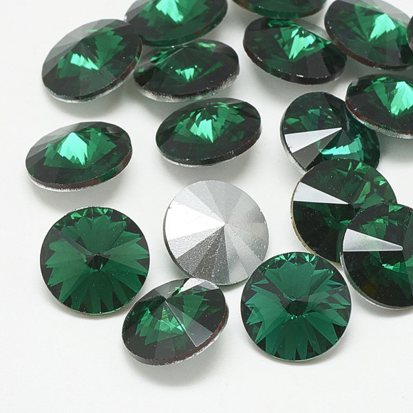 Rivoli Pointstone 12mm Emerald